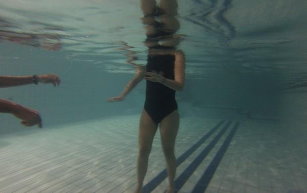 Sente dor durante a corrida fique atento aos sintomas do for Funda para piscina