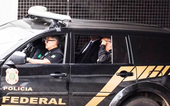 O presidente da Camargo Corrêa, Dalton Avancini, deixou a sede da Polícia Federal em Curitiba nesta segunda-feira (30) (Foto: Paulo Lisboa / Brazil Photo Press / Ag. O Globo)