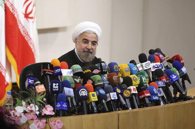 O presidente eleito do Irã, Hassan Rohani, dá entrevista nesta quarta-feira (17) em Teerã (Foto: Majid Hagdost/Fars News/AFP)