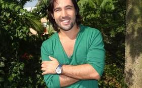 Sandro Pedroso faz mágicas com o elenco de Fina Estampa