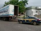 Quadrilha faz cinco reféns e rouba carga da Receita Federal na Dutra