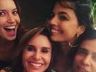 Paula Burlamaqui comemora aniversário com amigos famosos