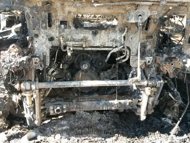Caminhão queimado em Aliança do Tocantins (Foto: Bombeiros/ Divulgação)