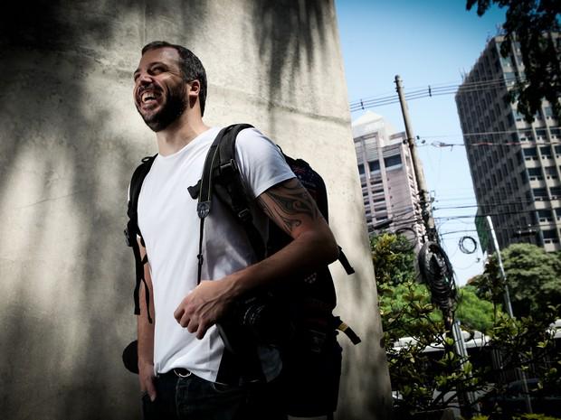 Viajante profissional, Roberto Souza já conhece 34 países (Foto: Caio Kenji/G1)