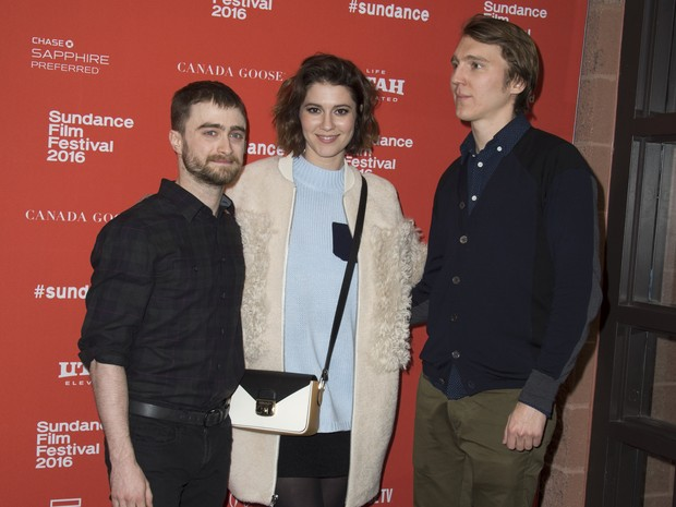 Daniel Radcliffe, Mary Elizabeth Winstead e Paul Dano divulgam 'Swiss Army Man' no Festival de Sundance (Foto: Valerie MACON/AFP )