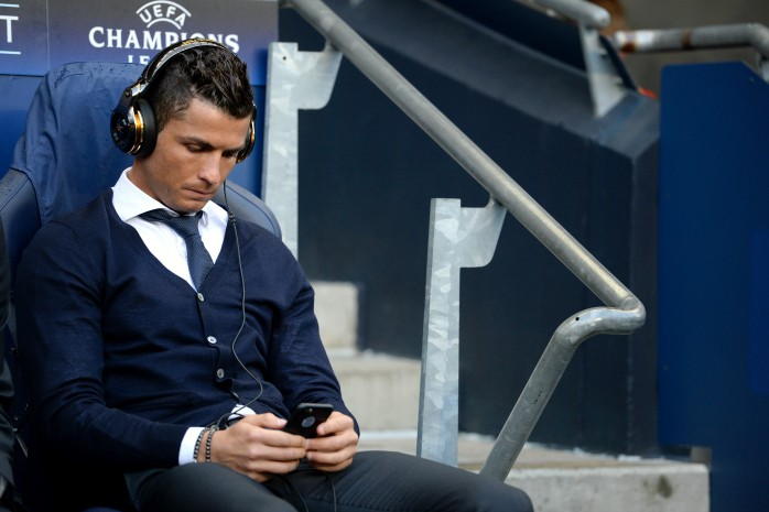 BLOG: Visitante ilustre: Cristiano Ronaldo revê amigo, tira selfie e até se olha no celular