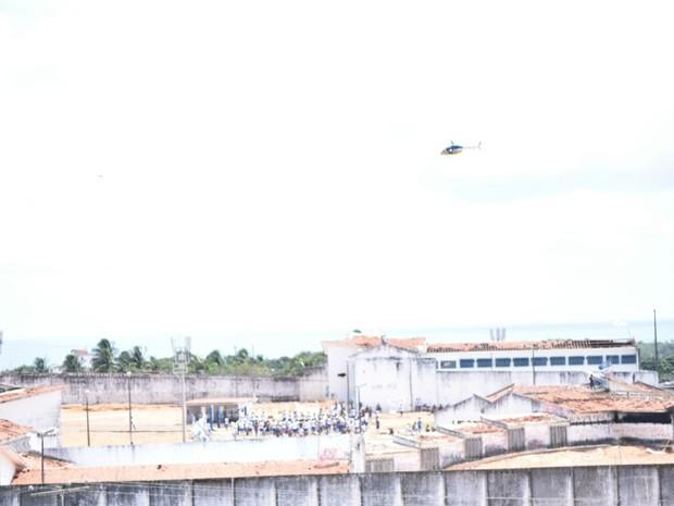 Helicoptero reforça segurança em Alcaçuz (Foto: Magnus Nascimento/Tribuna do Norte)