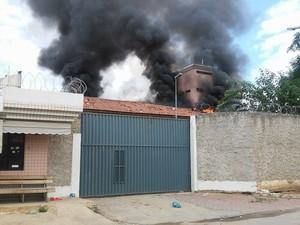 Muita fumaça  (Foto: Fabiana Conrado/G1)