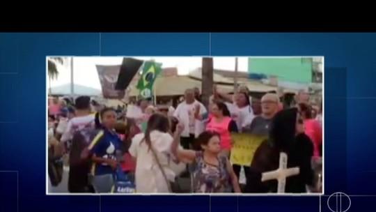 Passagem da Tocha na Região dos Lagos do Rio é marcada por protestos