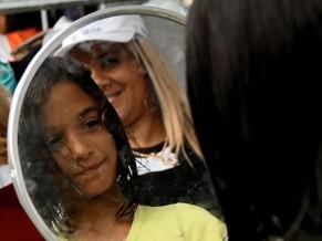Enteada de Juliete exibindo o cabelo cortado (Foto: Divulgação/ Maria Luiza Valois)