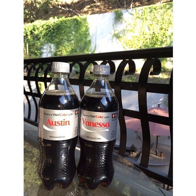 Atriz e amado ainda dividiram refrigerante com seus respectivos nomes (Foto: Reprodução/Instagram)