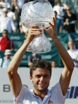 Gilles Simon é campeão em Bucareste (Foto: AP)