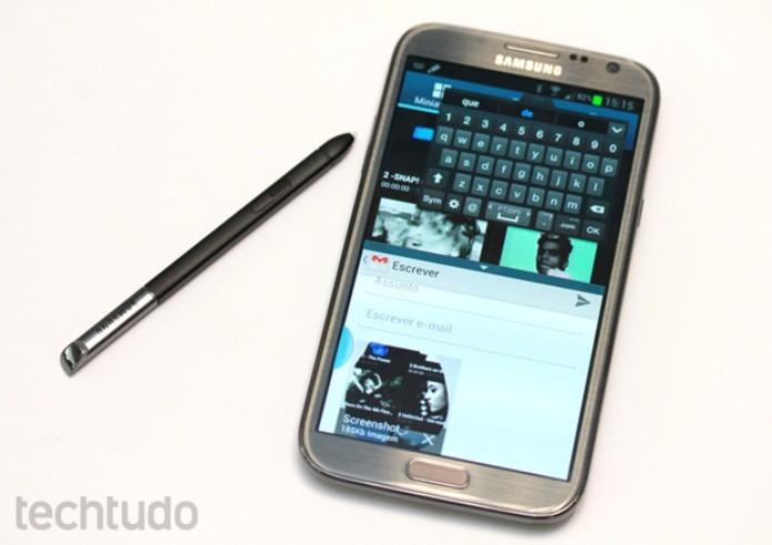 Galaxy Note 2 tem tela grande e caneta para aumentar produtividade (Foto: Allan Melo/TechTudo)