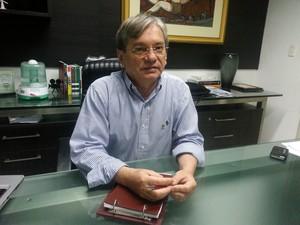 José Arimatéia Dantas Lopes, reitor da UFPI, diz que projeto para novas salas está em andamento (Foto: Patrícia Andrade/G1)
