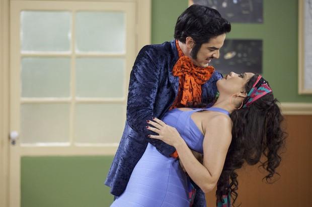 Mateus Solano e Ellen Rocche em cena da Escolinha do Professor Raimundo (Foto: Globo/Pedro Curi)