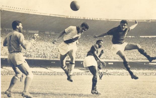 Dida marca gol no Vasco da Gama (Foto: Arquivo Museu dos Esportes)