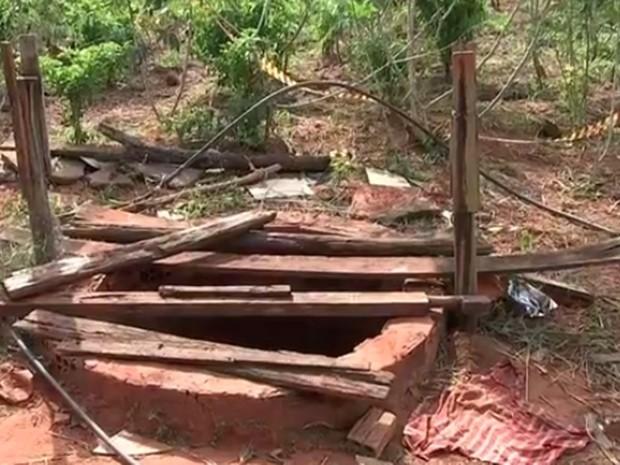 Bombeiros fizeram buscas e encontraram o corpo da vítima dentro de poço (Foto: Reprodução/TV TEM)