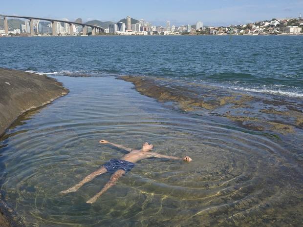 Piscina natural vira atração em Vila Velha (Foto: Edson Chagas/ A Gazeta)