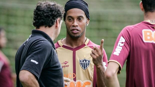 ronaldinho gaucho cuca atlético-MG treino (Foto: Bruno Cantini / Site Oficial do Atlético-MG)
