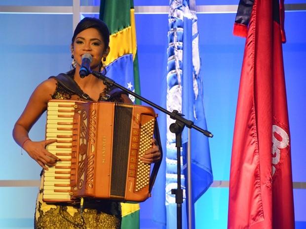 Cantora Lucy Alves fez apresentação cultural na abertura do IGF 2015 (Foto: Diogo Almeida/G1)
