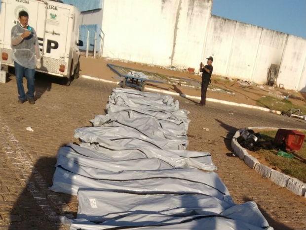 Ao todo, até o momento, Itep já recolheu corpos de 26 presos em Alcaçuz (Foto: Divulgação/PM)