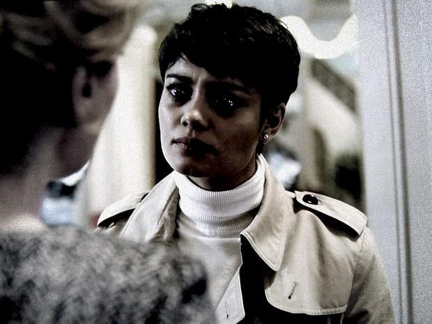 Duda não aguenta mais a pressão cerrada que Angela exerce sobre ela (Foto: O Rebu / TV Globo)