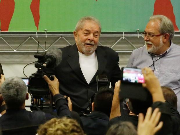 O ex-presidente Luiz Inácio Lula da Silva participa de evento no hotel Holiday Inn, na zona norte de São Paulo, na tarde desta sexta-feira (29) (Foto: Nelson Antoine/Frame/Estadão Conteúdo)