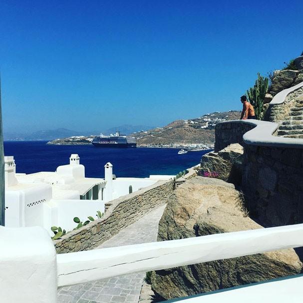 Juliana Paes faz um clique do marido, Carlos Eduardo Baptista (Foto: Reprodução/Instagram)