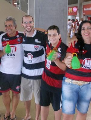 Família do torcedor do Vitória Almir na Arena Fonte Nova (Foto: Thiago Pereira)