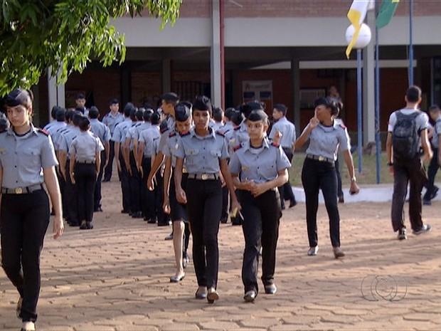 Alunos da rede estadual voltaram as aulas nesta segunda-feira (31) (Foto: Reprodução/TV Anhanguera)