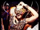 Carol Castro posta foto vestida de oncinha carnavalesca