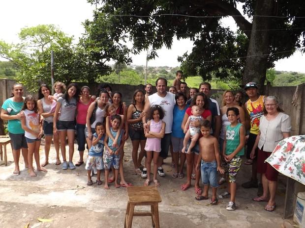 Família reunida para almoço comemorativo de domingo (Foto: Ana Carolina Levorato/G1)