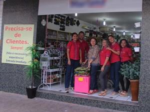 Proprietária da loja disse que ideia tem feito efeito (Foto: Gustavo Almeida/G1)