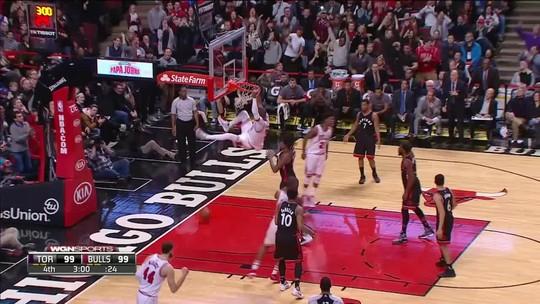 Em noite de duelo brazuca, Chicago Bulls bate Toronto na prorrogação