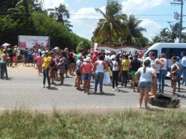 Comunidade que vive no entorno do complexo penitenciário de Santa Isabel do Pará protesta nesta segunda (30) contra a insegurança no município. (Foto: Breno Ricardo/Arquivo pessoal)