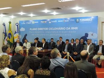 Para elaborar plano, governo gastou R$ 637 mil em pesquisa de mobilidade realizada em 74 pontos do Grande Recife (Foto: Alexandre Morais / G1)