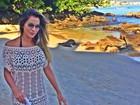 Ex-BBB Adriana usa vestido transparente e exalta sua boa forma