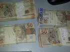 PRF acha bolsa com R$ 90 mil em notas falsas dentro de ônibus em MT