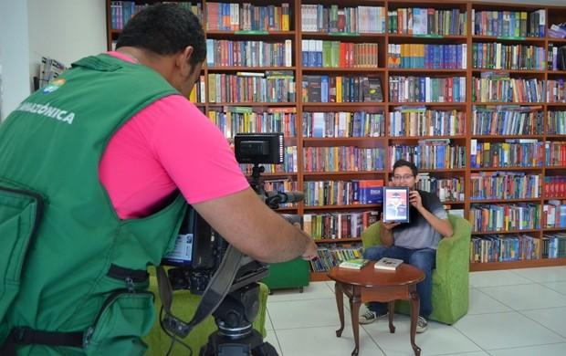 Quadro de cultura traz dicas de livros (Foto: Bruna Cássia/Rede Amazônica)