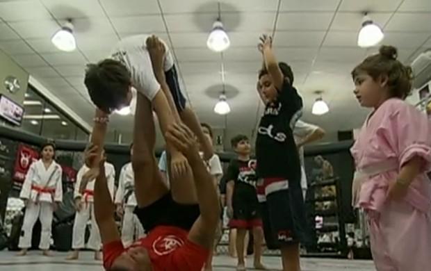 MMA ajuda desenvolvimento de crianças autista (Foto: Reprodução)