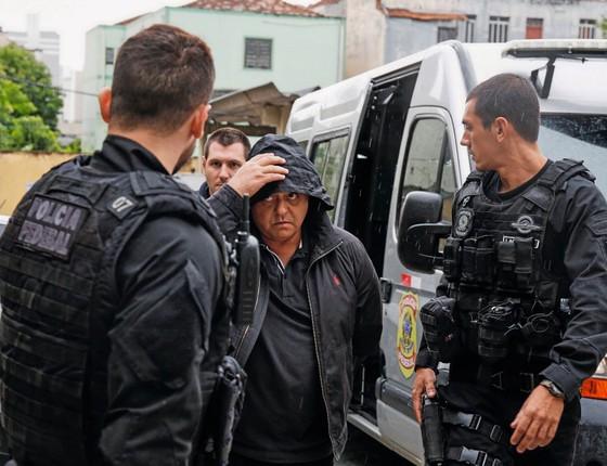 O fiscal Daniel Gonçalves no momento da prisão.Até bandidos  da cidade sabiam que ele recebia muito dinheiro dos frigoríficos (Foto: Paulo Lisboa/Brazil Photo Press)