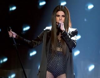 Selena Gomez se apresenta em prêmio de música em Los Angeles, nos Estados Unidos (Foto: Kevin Winter/ Getty Images/ AFP)