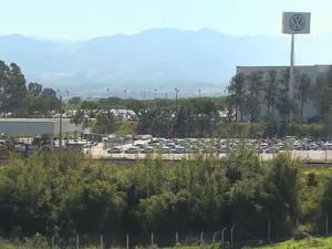 Unidade da Volkswagen em Taubaté tem 5 mil funcionários.  (Foto: Reprodução/ TV Vanguarda)