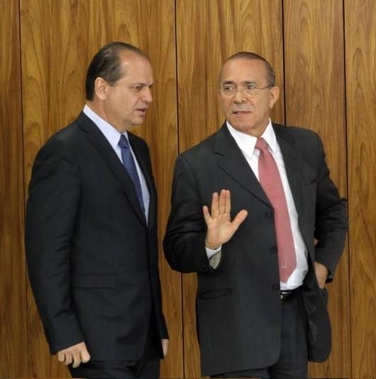 Ricardo Barros, ministro da Saúde, ao lado de Eliseu Padilha, ministro da Casa Civil