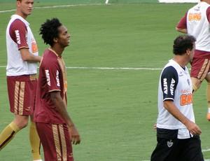 Jô e Cuca em treino do atlético-mg (Foto: Tarcisio Neto / Globoesporte.com)