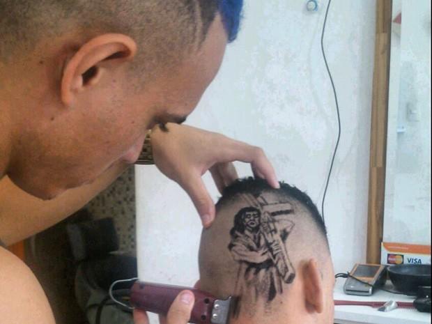 Nariko desenha Cristo no cabelo  (Foto: Divulgação/Nariko Hair Style)