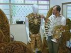 Cabeleireiros preparam fantasias de luxo de até R$ 40 mil em São Carlos