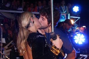Claudia Leitte beijando (Foto: Fred Pontes/ Divulgação)