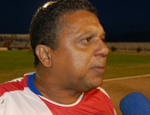 Técnico da Queimadense comemora empate e alfineta a Federação
