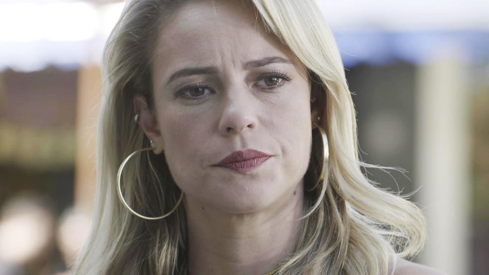 Jeiza (Paolla Oliveira) vê a cena e fica sem acreditar!!! (Foto: TV Globo)